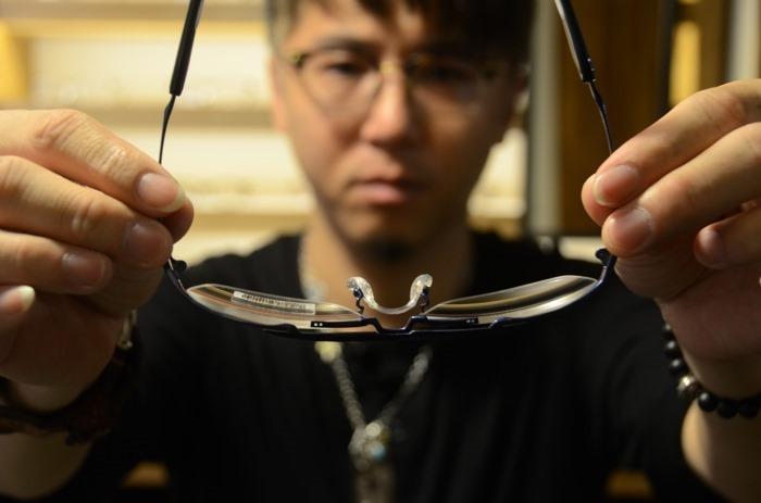glasses_043