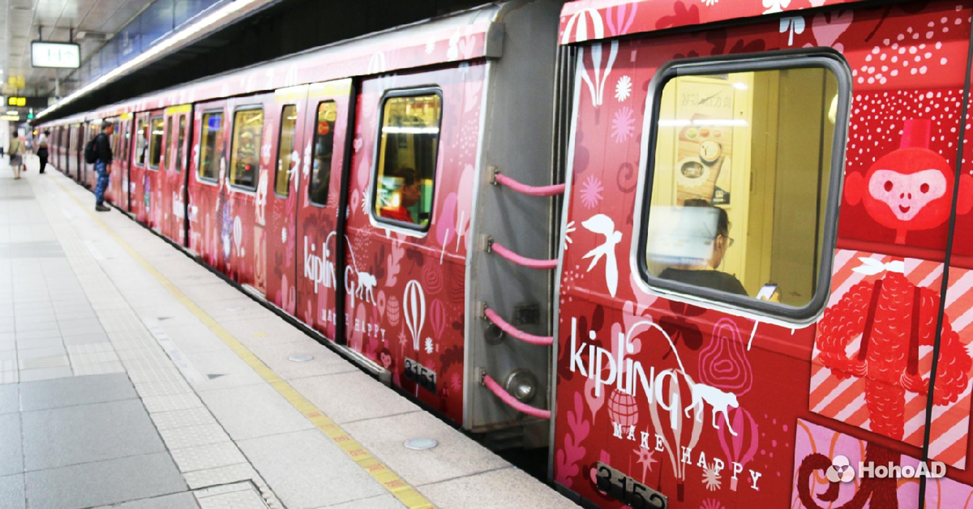 Kipling打造繽紛亮眼的彩繪列車,穿梭在台北板南線中。|合和國際 HohoAD