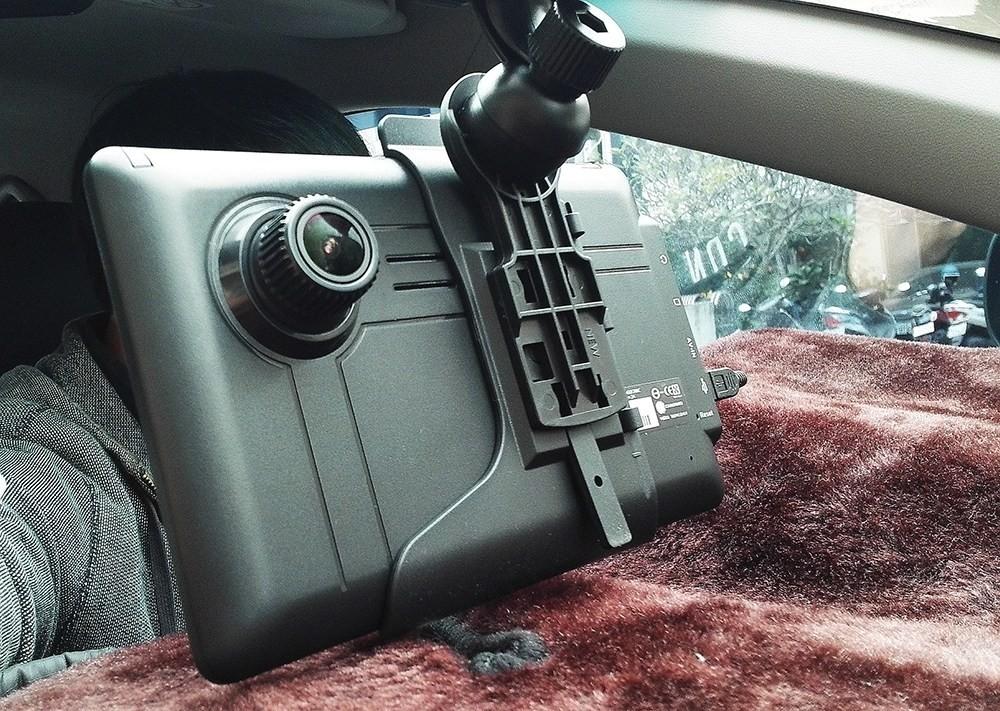行車記錄器大進化!大螢幕搭全球首創導航助理太強大!